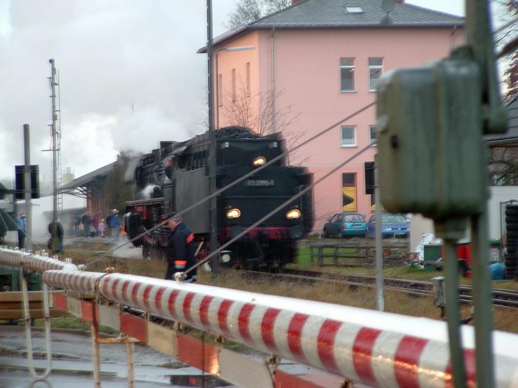 03 2295-8 rangiert in Feuchtwangen 10.12.06
