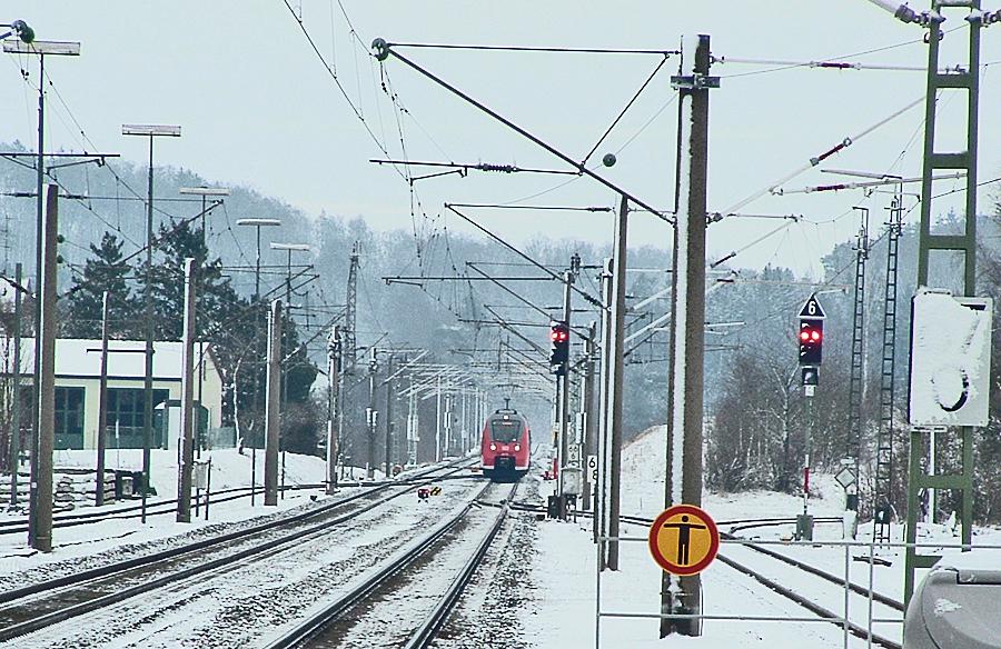 Einfahrt S-Bahnzug ET 442 229 am 10812.17 in Dombühl