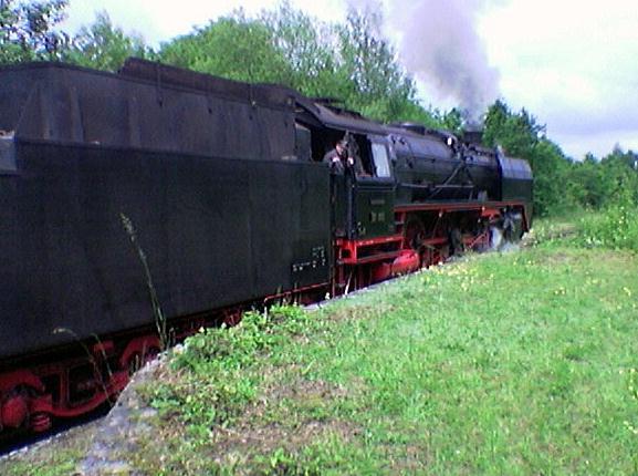 01 066 hält an der Laderampe in Schopfloch 2009