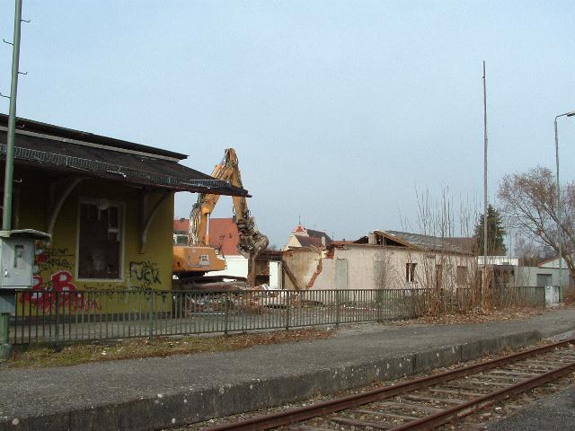 Abriss der Toilettenanlagen und der ehemaligen Bahnmeisterei