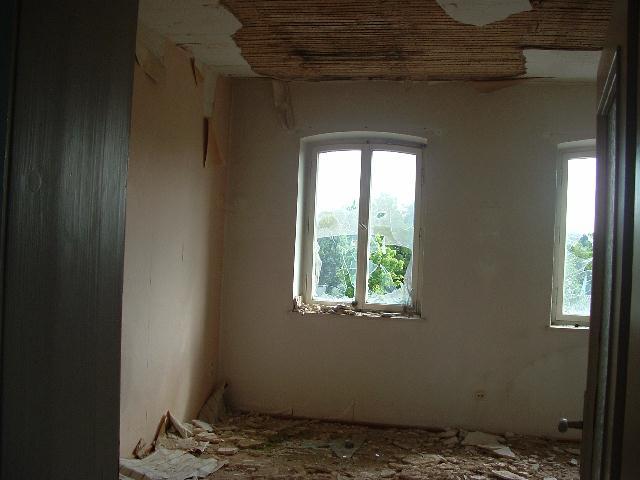 Zerstörungen im Innenraum durch Vandalen Juli 2012