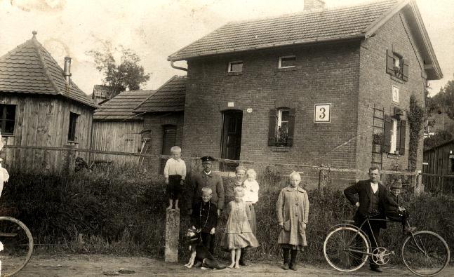 Bahnwärterfamilie Friedrich um 1930