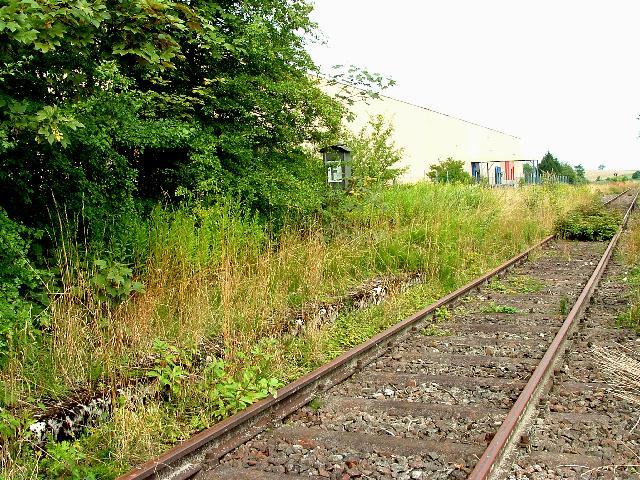 Bahnsteig Dorfgütingen 2006
