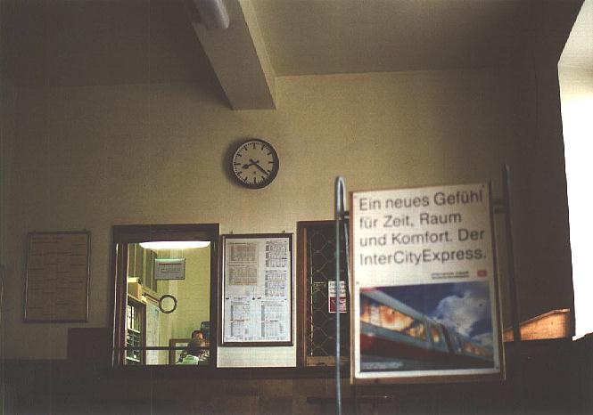Schalterhalle im Bhf. Dinkelsbühl 4.10.1995