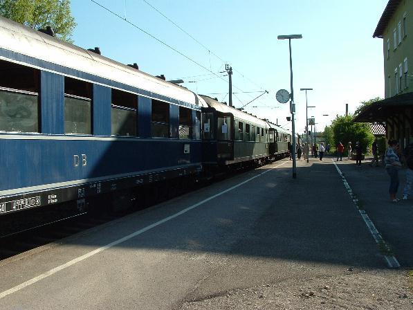 Moldau-Express mit 01 1066 auf Gleis 1 in Dombühl - 12.5.08