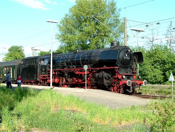 01 1066 Ausfahrt aus Gleis 1 in Dombühl - 12.5.08