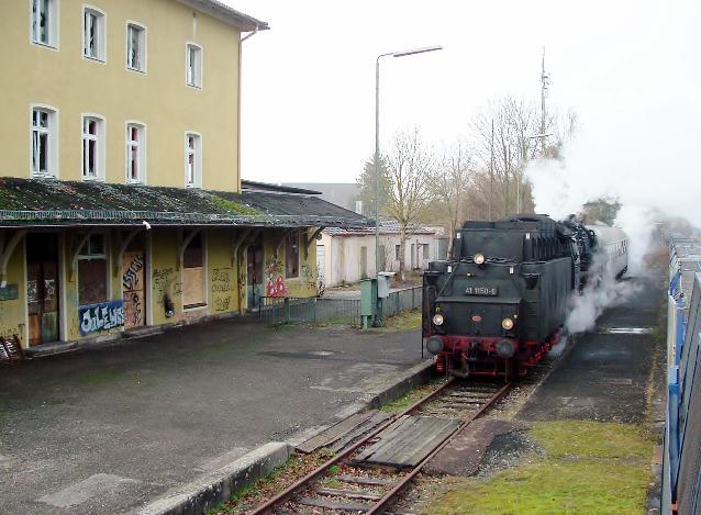 Letzter Zug mit englischen Eisenbahnfreunden am Bhf. Dinkelsbühl am 7.1.2013