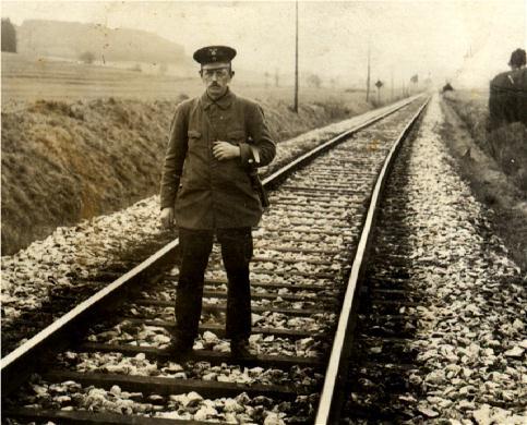 Streckenwärter Eugen Friedrich um 1930 zwischen Feuchtwangen und Dombühl