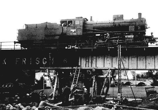 54 1506 bei Brückenbau in Wilburgstetten 1943