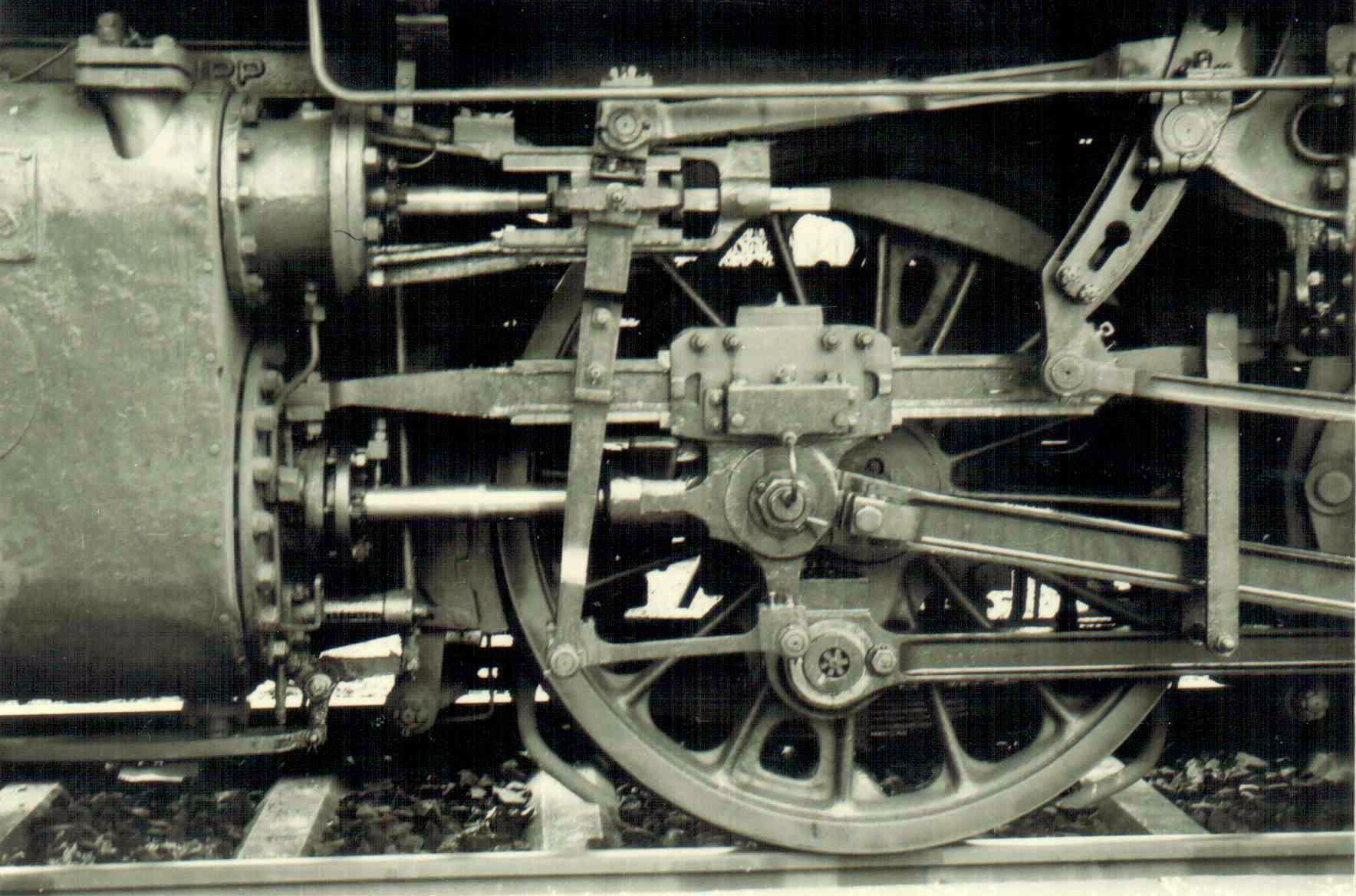 Triebwerkdetails der 64 303 in Feuchtwangen um 1963/64