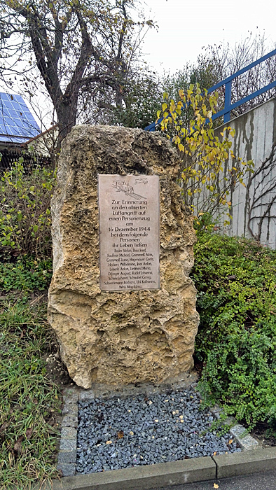 Gedenkstein n Martkoffingen