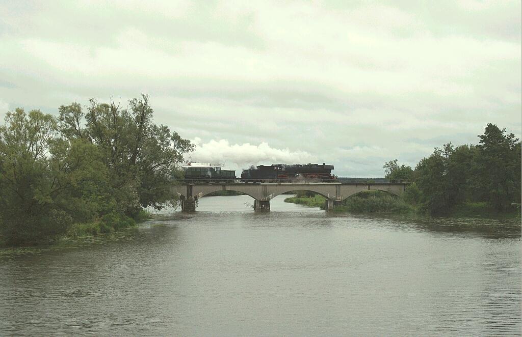 Henkel-Zug mit 44 2546-8 und E 94 auf der Wörnitzbrücke bei Oettingen