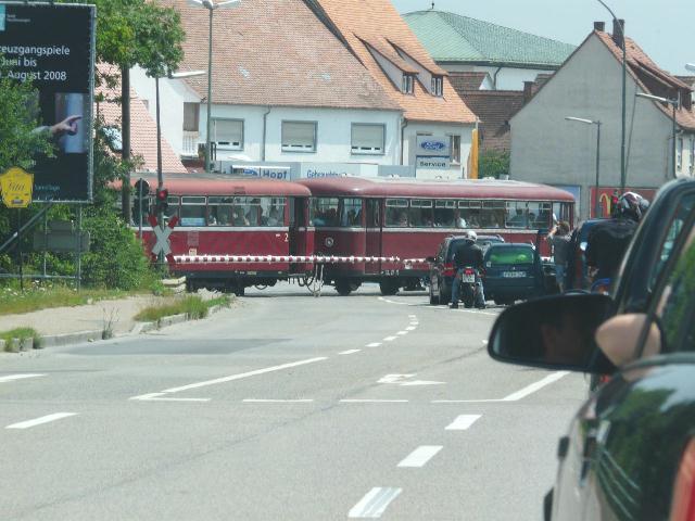 VT 98 Pfalzbahn BÜ Feuchtwangen B 25 am 27.7.2008