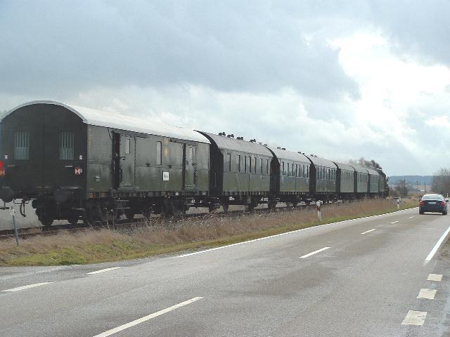 38 3199 mit Sonderzug aus Heilbronn am 8.12.07 bei Dorfgütingen
