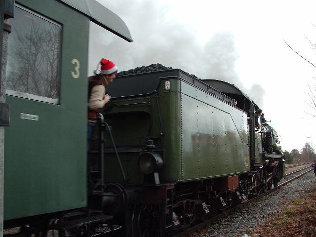 Ausfahrt der 38 3199 aus Dinkelsbühl nach Nördlingen am 8.12.07