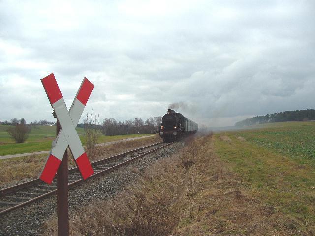 38 3199 mit Sonderzug aus Heilbronn am 8.12.07 bei der Froschmühle