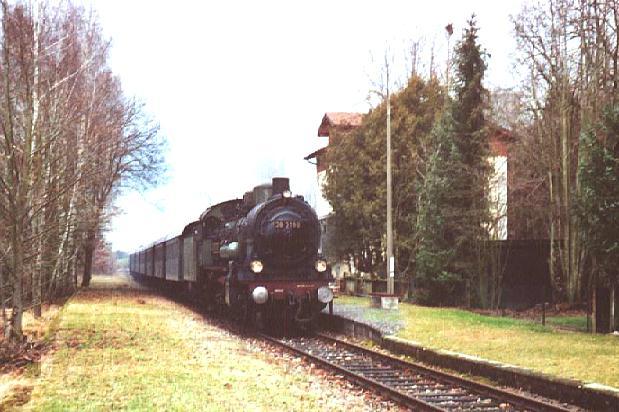 38 3199 fährt am 8. Dez. 2007 durch Schopfloch