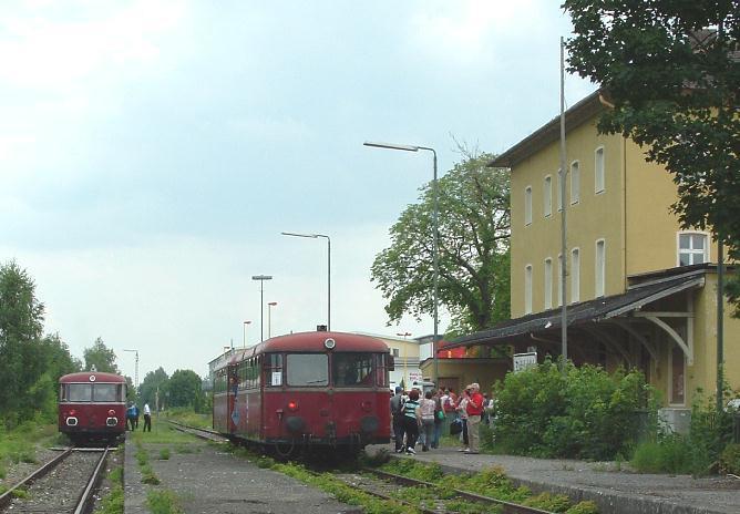 VT 98 Pfalzbahn und VT 98 BayernBahn in Dinkelsbühl am 27.7.2008
