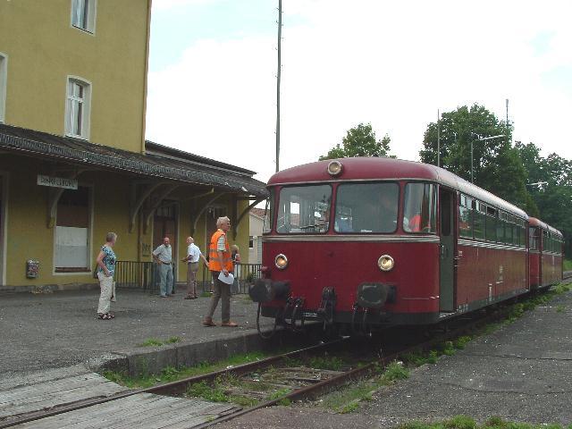 VT 98 Pfalzbahn auf Gleis 1 am 27.7.2008 in Dinkelsbühl