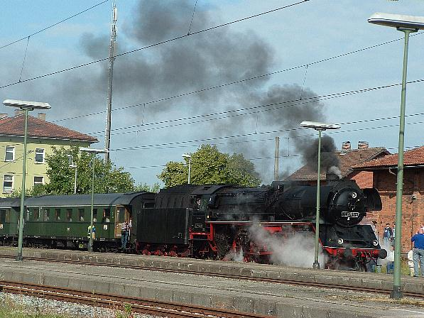 03 2295-8 vor Piko-Sonderzug in Dombühl 20.6.09