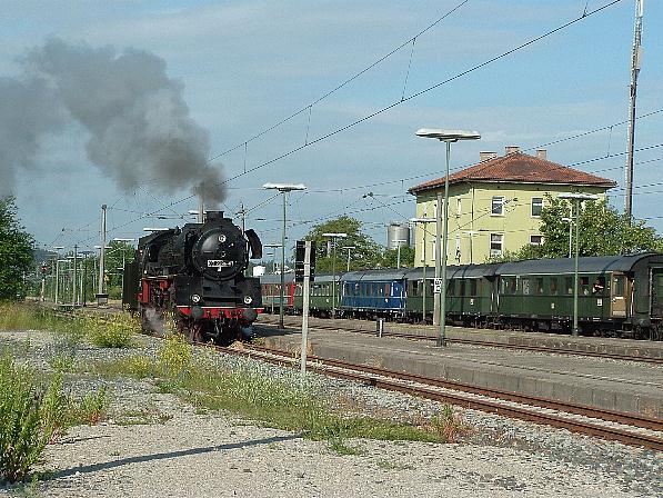 03 2295-8 auf Gleis 4 am 20.6.9 in Dombühl