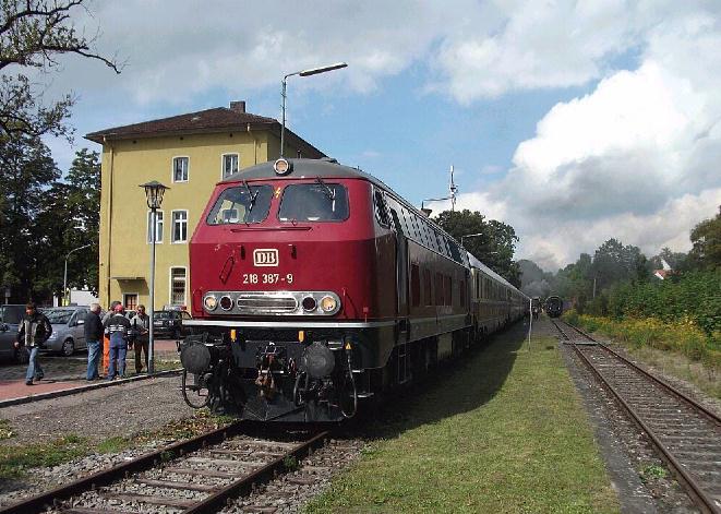 S 3/6 fährt aus Gleis 2 in Dinkelsbühl aus nach Feuchtwangen