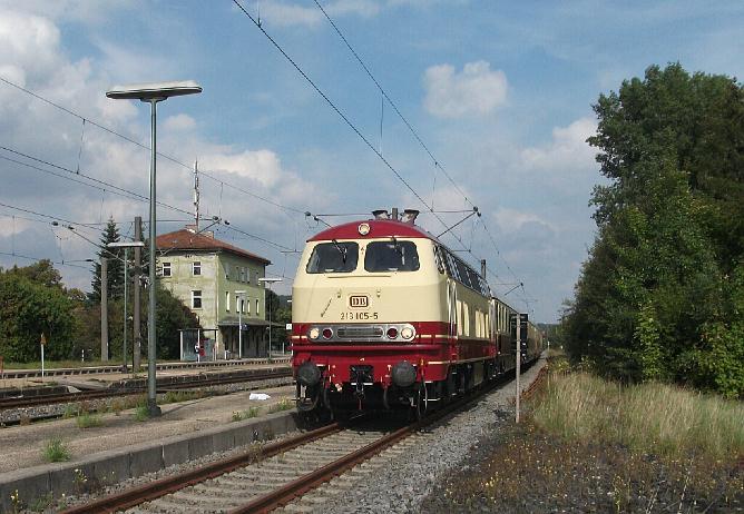 218 105-5 am 18.09.2010 in Dombühl von Dinkelsbühl kommend