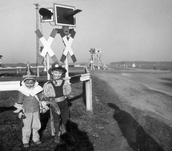 Fasching am Bahnübergang 1961