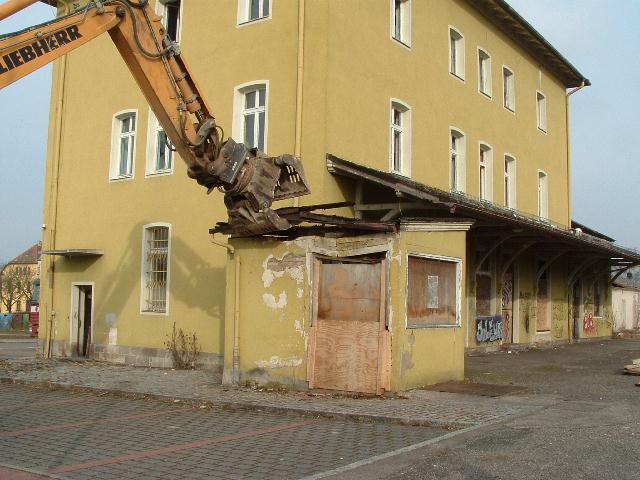 Das Dach des Tellwerks wird abgenommen