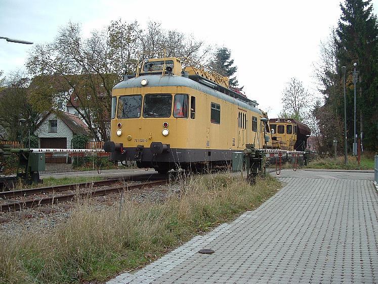 Bauzug bei der Einfahrt in Feuchtwangen - BÜ Mosbacher Weg