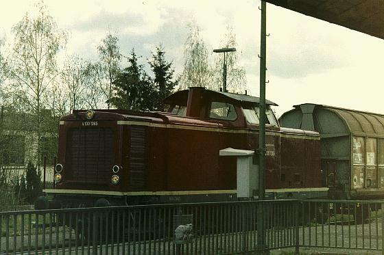 V 1001365 auf der Fahrt nach Dorfgütingen beim Halt in Dinkelsbühl