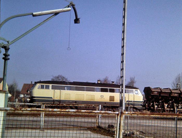 Diesellok 215 083-7 mit Schotterzug 1987