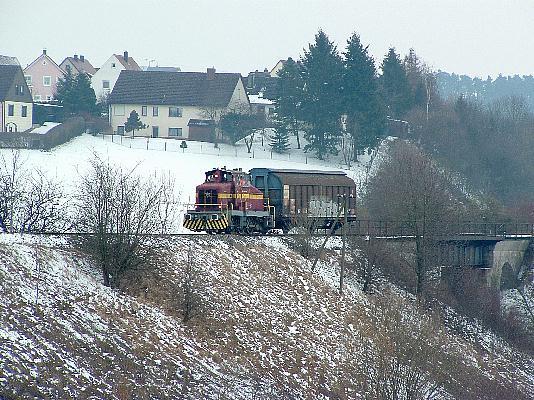 V 350 001 an der Bahnbrücke Schopfloch