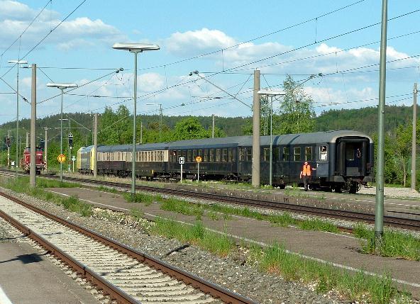 Dispolok ER 20-003 und V60 860 bei Rangierarbeiten in Dombühl - 12.5.08